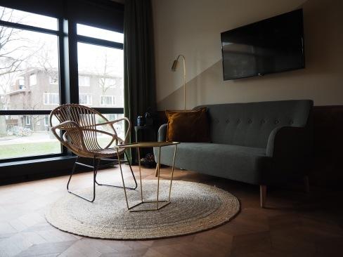 Room: Lounge Area