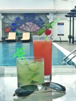 Pool (Saratoga Hotel)