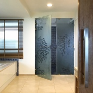 Walk-in Shower (Royal Master Suite)