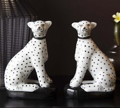 set-of-2-sitting-black_white-leopards