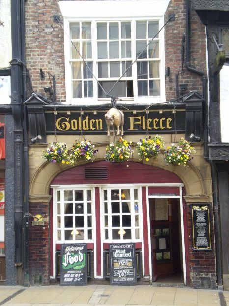 1200px-Golden_Fleece_Inn_York
